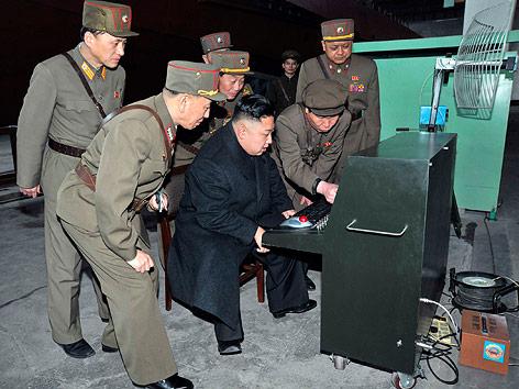 Северная Корея Nordkorea_raketen_bereitschaft_kim_un_body_r.2214324